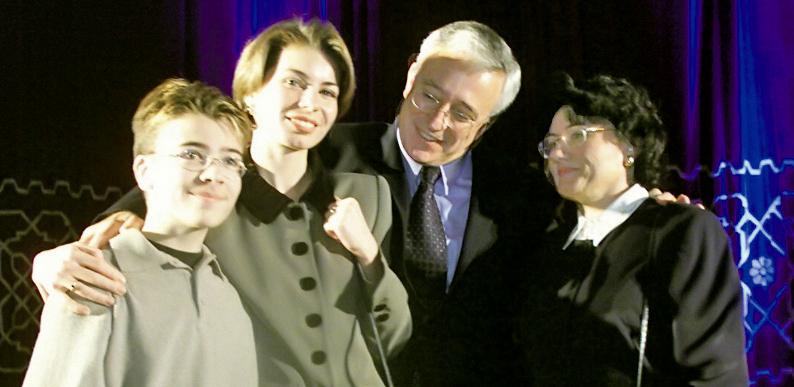 Mugur Isărescu, sotia și cei doi copii
